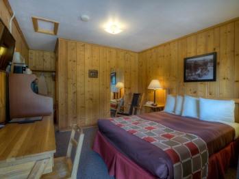 #21 One Queen Bed- 4 Plex-Single room-Private Bathroom
