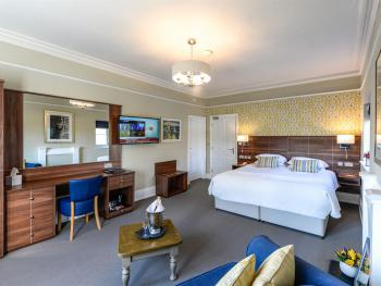 Room 1 Superior King with Castle View