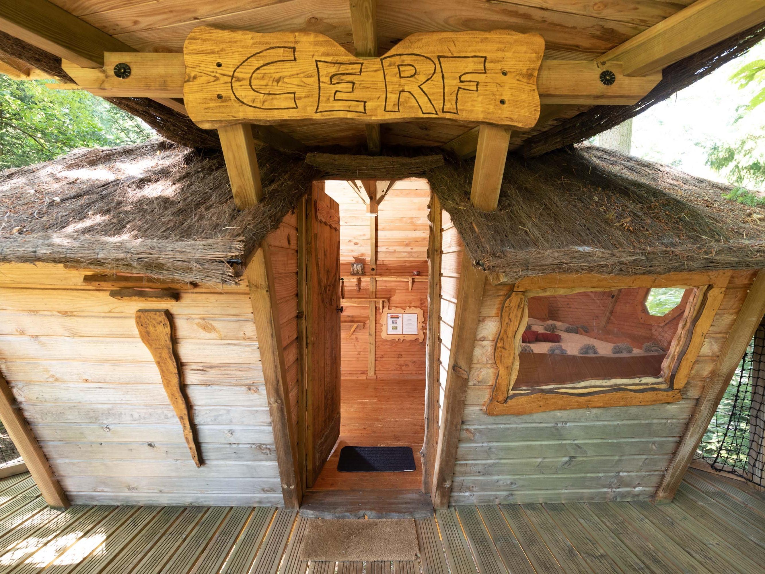 Triple-Standard-Salle de bain partagée-Terrasse-Cabane CERF Insolite