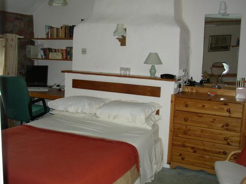 Double/family/Single occupancy room, fully en suite with computer & free internet access