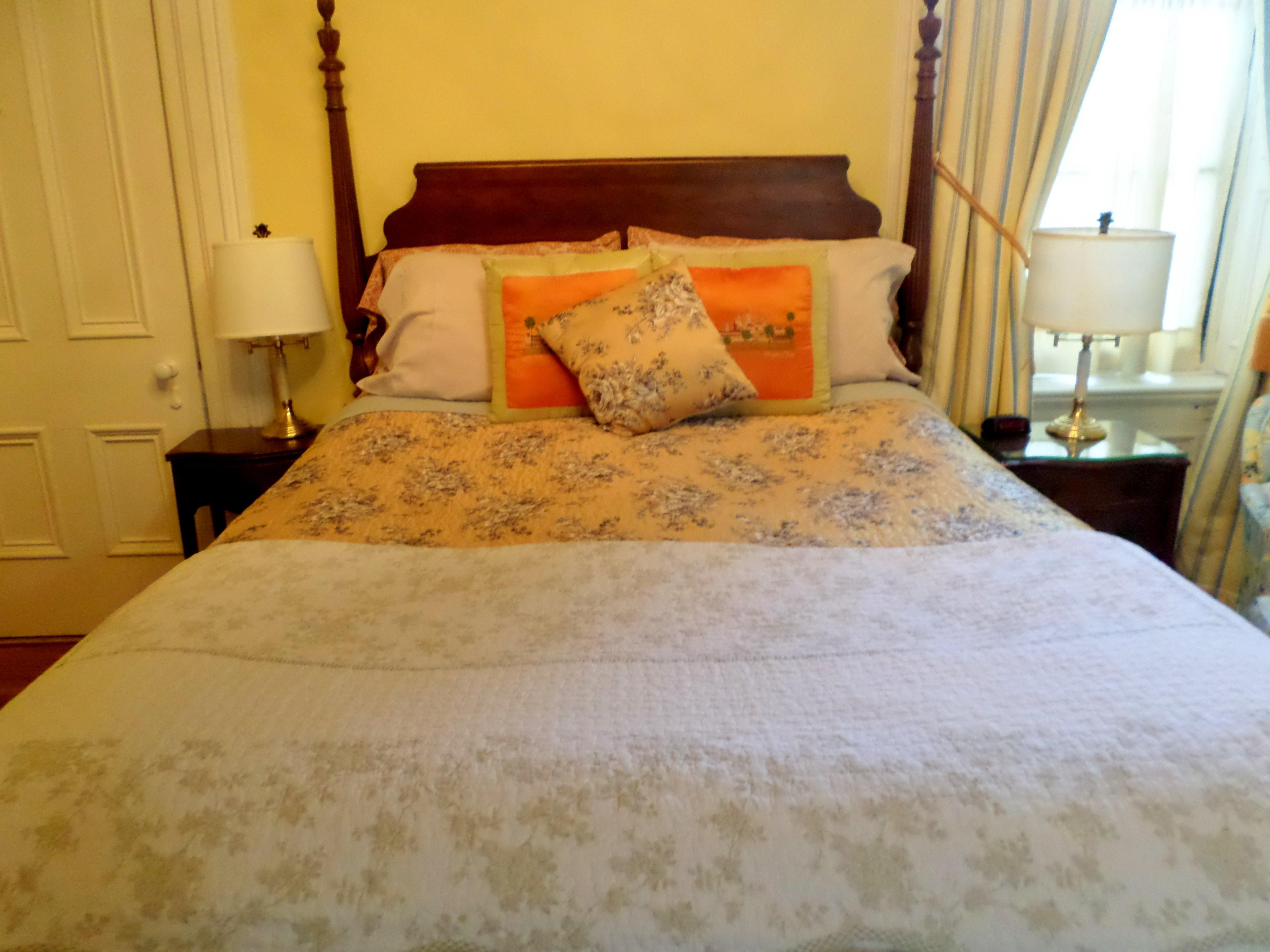 Gold Room-Double room-Ensuite-Queen-Street View - Base Rate