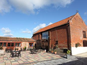 Dairy Barns Courtyard and Breakfast Barn