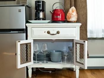 Magpie Room #1 - Well stocked with kitchenware!