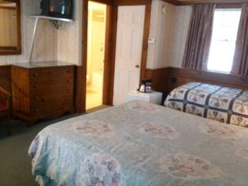Triple room-Ensuite-Standard-Room #8 (1 queen+ 1 twin)