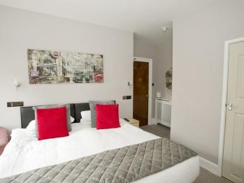 Double  Room with Shower En suite