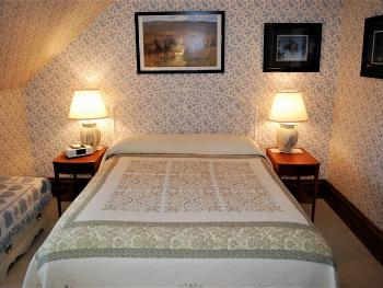 General Johnson Room -Double room-Private Bathroom-Queen-Street View