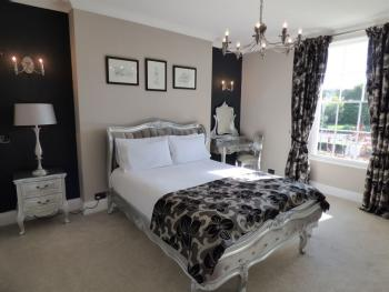 King-Luxury-Ensuite with Shower-Garden View-The Duke Suite