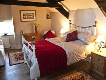 Double bed En-suite Apartment - Continental Breakfast option