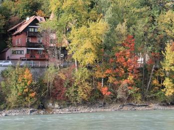 Bild vom Hotel mit Fluss Inn