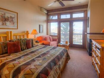 Rocky Mountain Jim King Lodge Room
