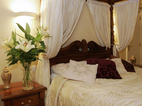 Double room-Ensuite with Shower-Four Poster Bed
