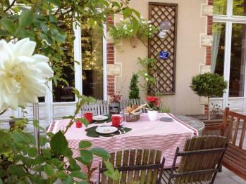 terrasse l'été pour le petit-déjeuner