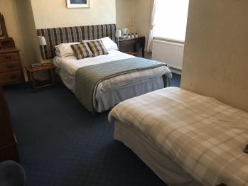 Triple room-Ensuite with Bath