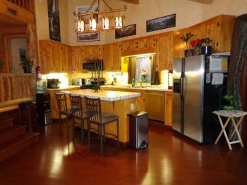 Evergreen Haus - Yosemite Lodging - Kitchen