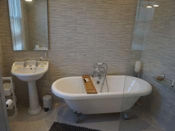 En  -suite with bath & Shower - Monoploy