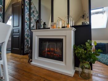 La cheminée électrique vous donnera l'impression d'être comme à la maison.
