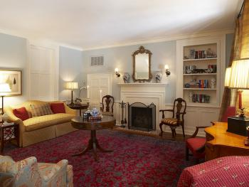 Guests of the Inn may enjoy quiet moments or private dining by arrangement in our charming Parlor.