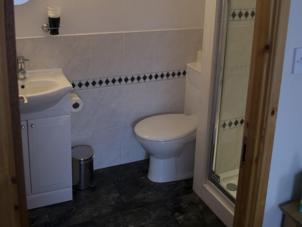 Triple room-Ensuite with Shower