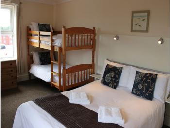 Family room-Ensuite-SLEEPS 4 WITH BUNK BEDS - Family room-Ensuite-SLEEPS 4 WITH BUNK BEDS