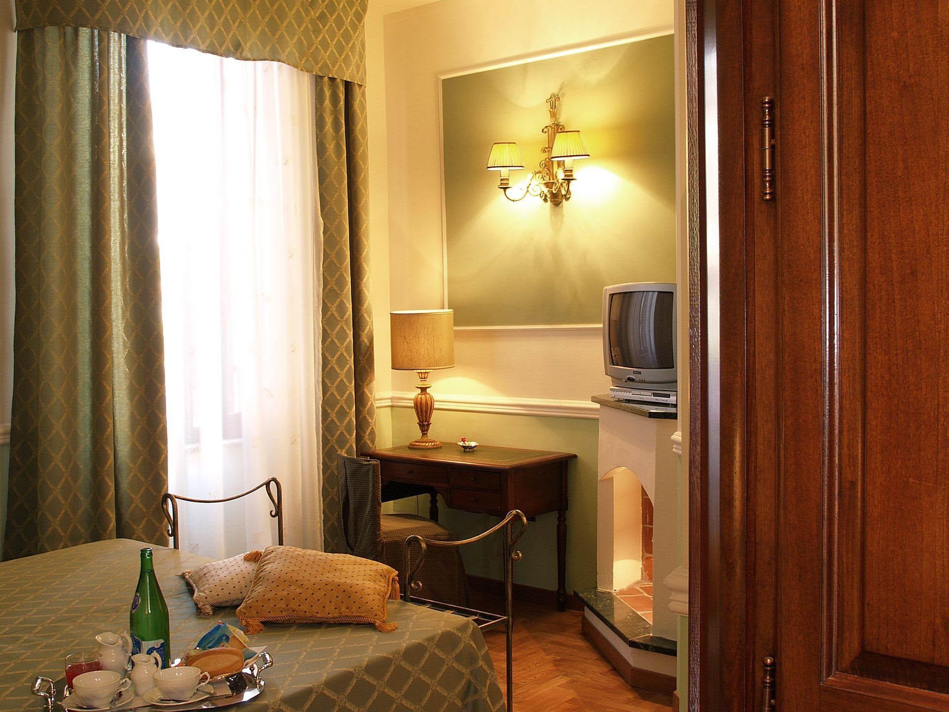 Matrimoniale-Comfort-Bagno privato con  Vasca Jacuzzi-Vista sul cortile