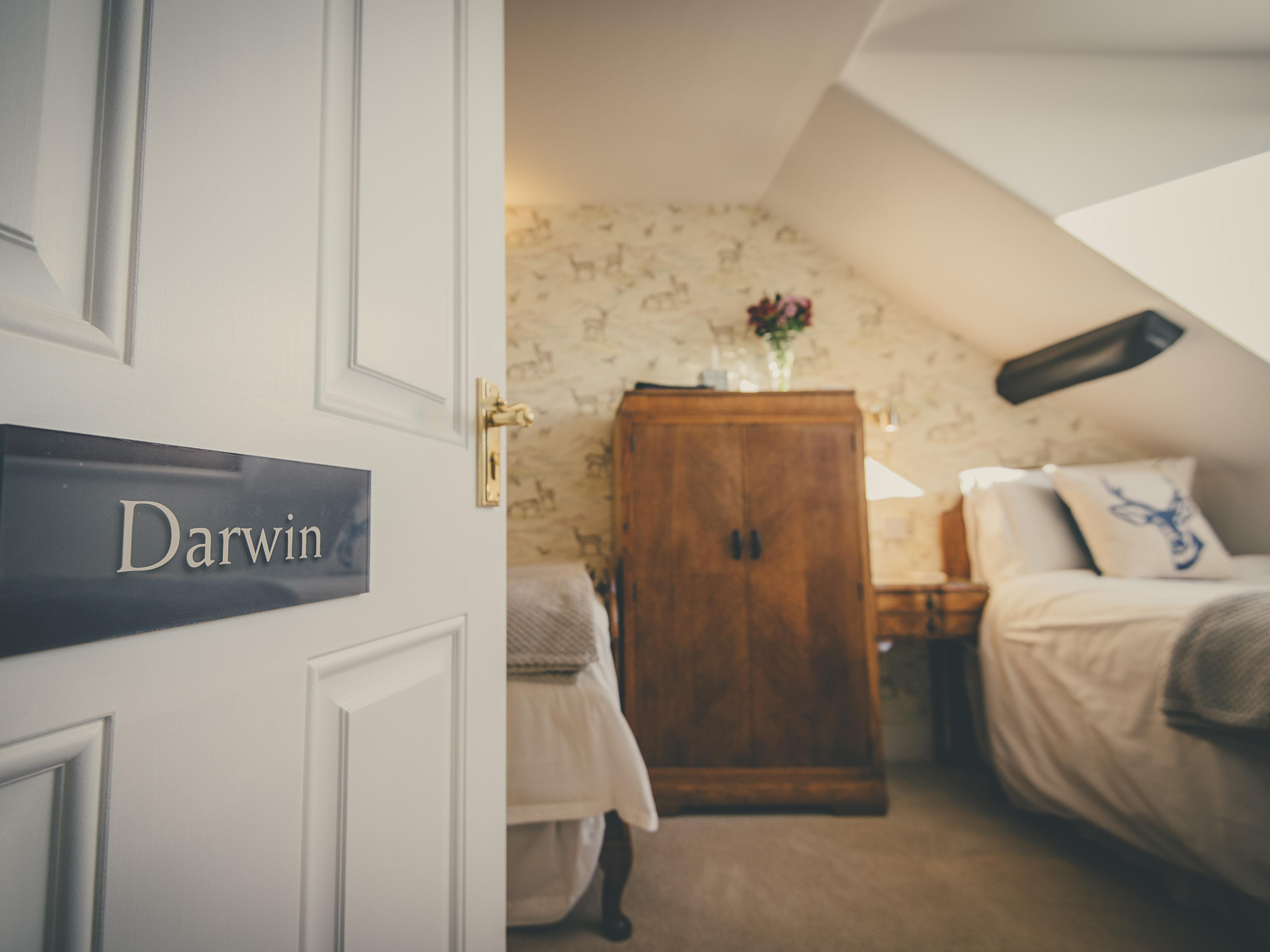 Twin room-Comfort-Ensuite with Shower-Valley View