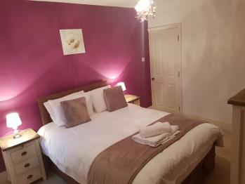 3 bedroom house with Garden in Ware - Master Bedroom with en-suite bathroom