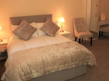 Family Suite Sleeps 4 (Separate Adult / Kids areas)