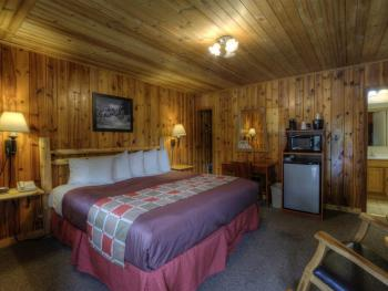 #26 One King Bed-Cabin-Private Bathroom