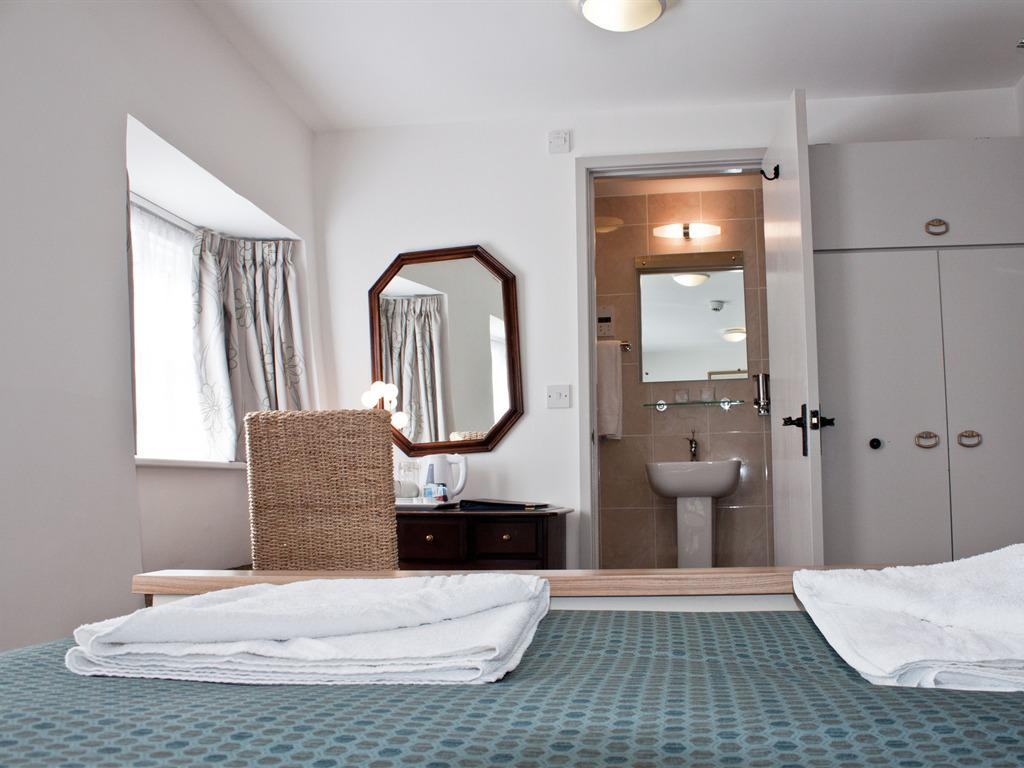 Room 3 Classic Double Ensuite - Breakfast Included