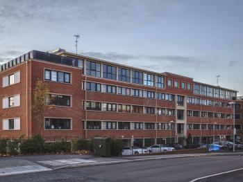 Oakdale at Wessex - Front of building - Kestrel Road