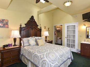 Tuscany Carriage House-Premium-Suite-Ensuite with Bath