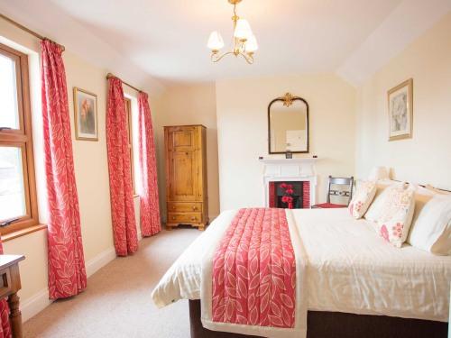 Queen Comfort Bedroom