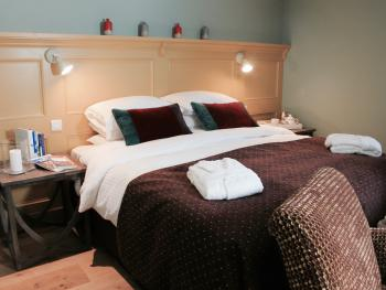 King Size or Twin Beds in 'The Willow' - Guest Room