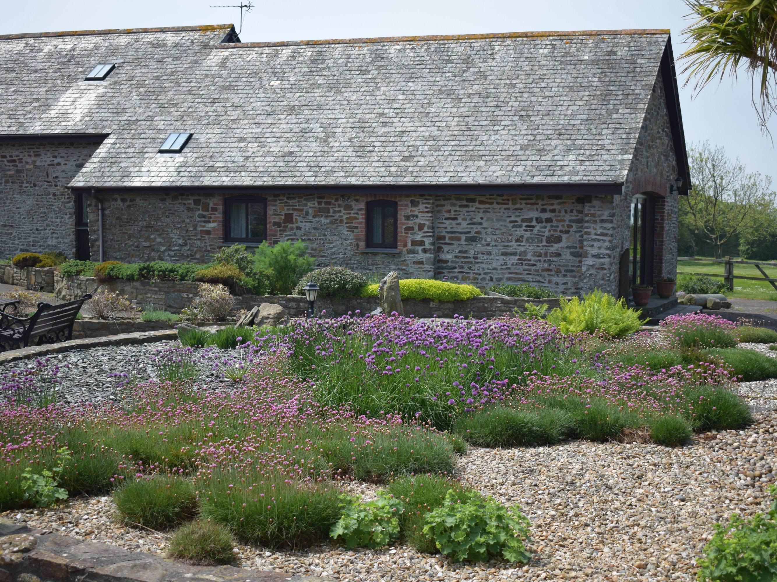 Luxury Cottage with En-suite Shower and Sea Views - Jasmine Cottage