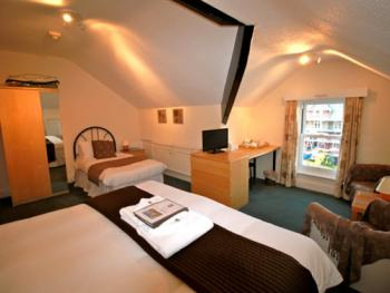 Triple room sleeps 3, Super king and a single bed or three singles