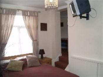 Family room-Ensuite-1 - 2 Adults & 1 Child