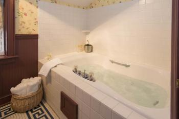 Signature Two-Story Suite - Double Whirlpool