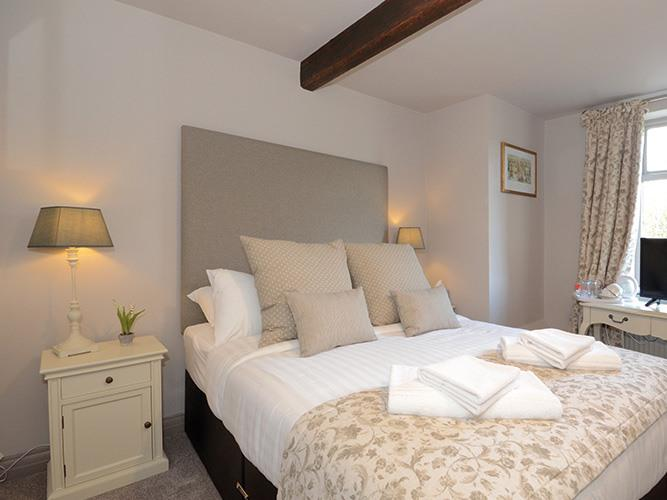 Double room-Standard-Ensuite with Shower-Garden View-5