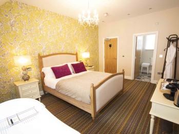 The British Saddleback - En-suite Bath
