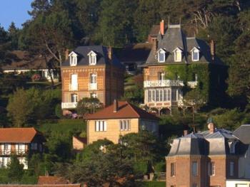 Les Villas Marguerite et Vert Bois sur le versant Sud de Pourville
