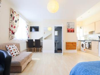 Studio-Ensuite with Shower-Street View-46c