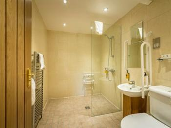 Family room-Standard-Ensuite-Disabled Access Sleeps 4