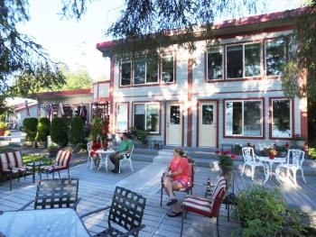 Front view of Black Bear Inn