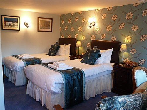 Blue (twin) bedroom