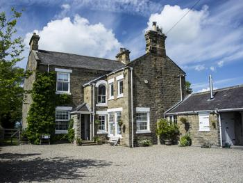 Dowfold House Luxury Bed and Breakfast - from the drive