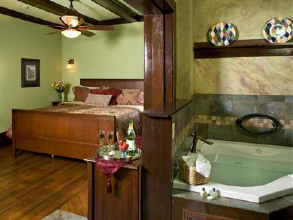 Sycamore King Suite