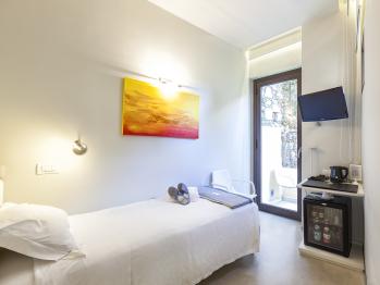 Singola-Bagno in camera con doccia-Vista giardino
