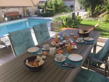 petit dejeuné sur la terrasse