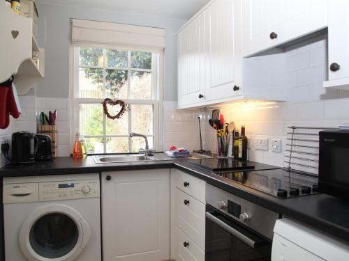 Old Post Cottage kitchen