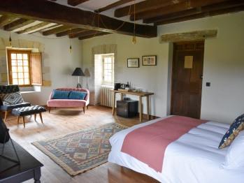 La Reine bedroom